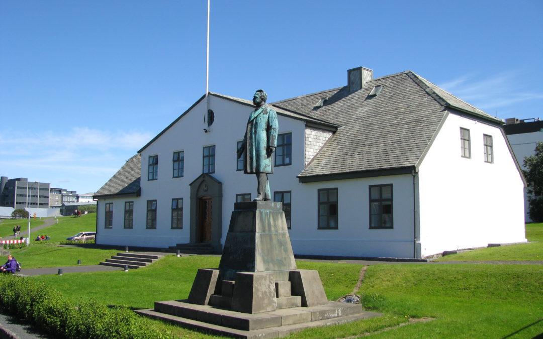 Hefur forsetinn hugrekki til að bjarga þjóðinni frá Orkupakka 3? (og huglausu Alþingi)